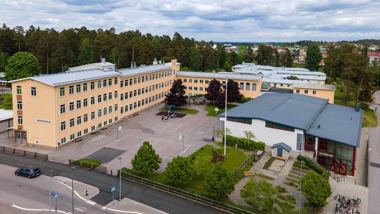 Vi på Tobias Plåt har gjort alla arbeten med byggnadsplåtslageri och även ventilationsarbetena i samband med renoveringen av Ängarydsskolan i Tranås